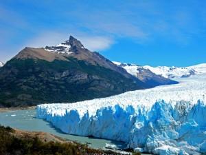 Argentinien | Patagonien, Gletscher vor Bergkulisse am Perito-Moreno-Gletscher bei El Calafate