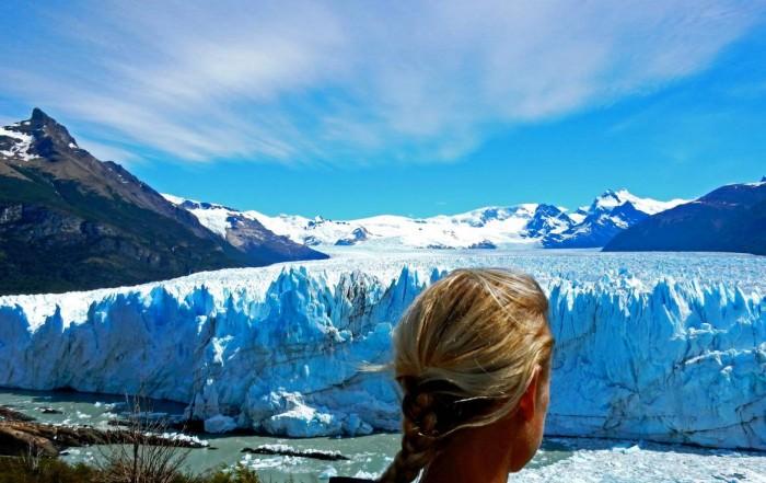 Argentinien | Patagonien, Karin blickt auf den Perito-Moreno-Gletscher bei El Calafate