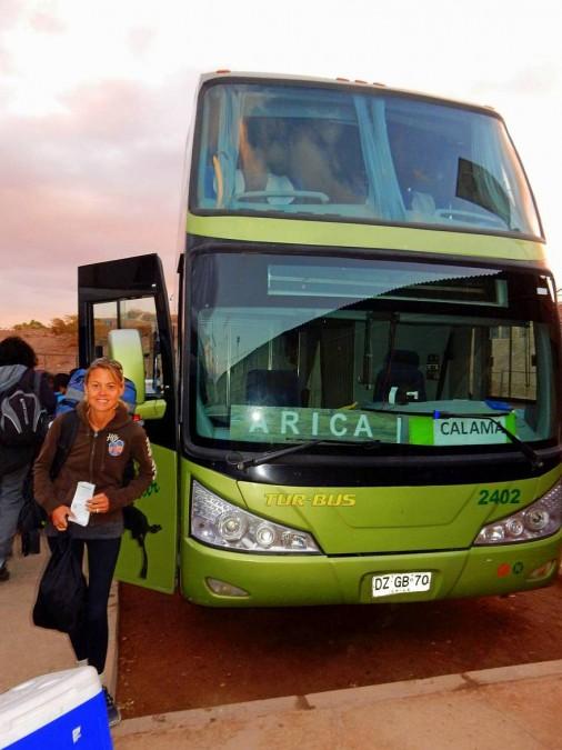 Chile | Bus von San Pedro de Atacama nach Arica. Karin bereit zum Einstieg
