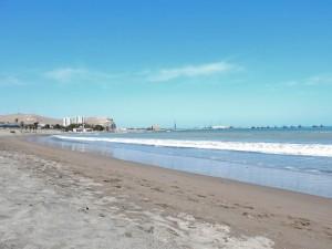 Chile | Playa Chinchorro in Arica mit Blick Richtung Stadtzentrum