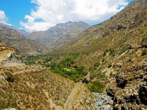 Chile | Bus Santiago - Mendoza, Bahnstrecke im Tal am Paso Internacional Los Libertadores bzw. Uspallata Pass
