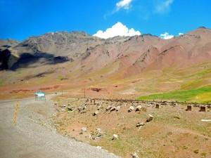 Chile | Bus Santiago - Mendoza, Umleitung und Bahnstrecke am Paso Internacional Los Libertadores bzw. Uspallata Pass