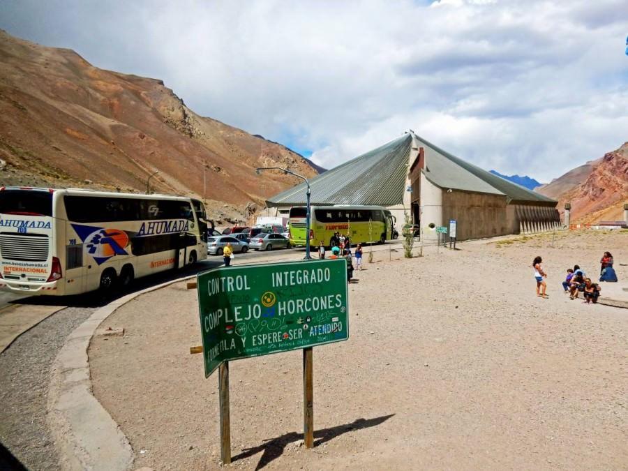 Chile | Bus Santiago - Mendoza, Grenzübergang Horcones und Grenzanlagen am Uspallata Pass