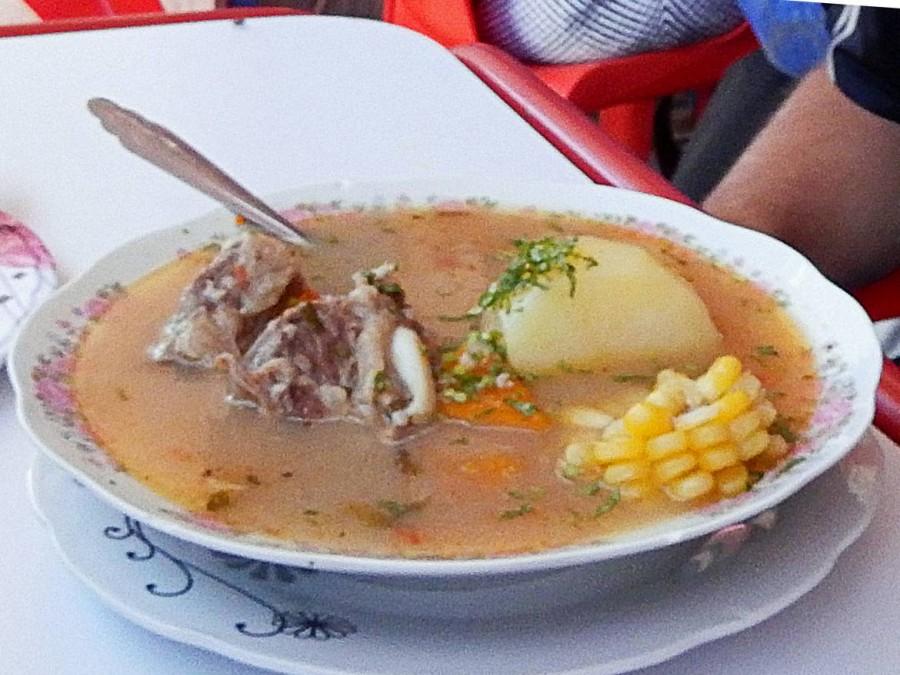 Chile | Cazuela, ein Eintopf mit Huhn, Mais, Kartoffeln und Reis