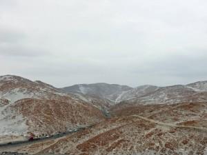 Peru | Chile, Serpentinien durch die Wüstenlandschaft auf dem Weg über die Grenze von Arica über Tacna nach Arequipa