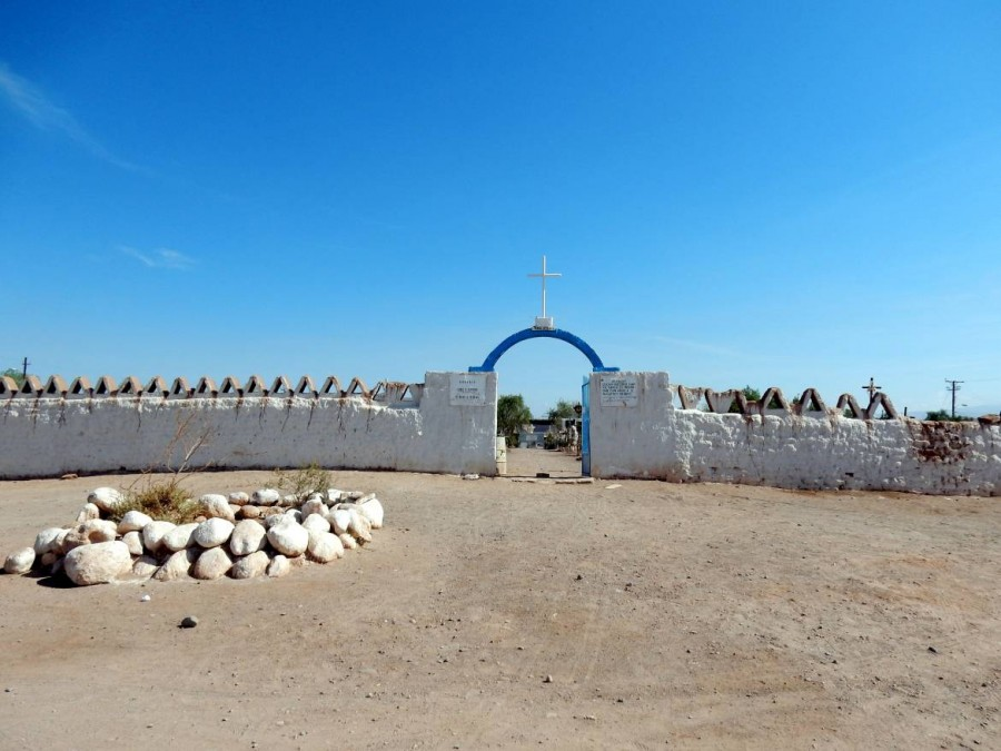 Chile | Cementario, der Friedhof in San Pedro de Atacama. Blick auf den Eingang zum Friedhof