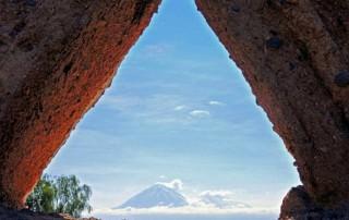 Chile | Atacama-Wüste, Blick auf den Vulkan El Tatio aus Sicht des Dorf Machuca