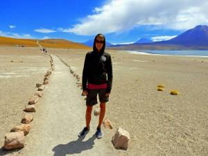 Chile | Atacama-Wüste, Karin auf dem Trail entlang der Lagunen Miscanti und Menique
