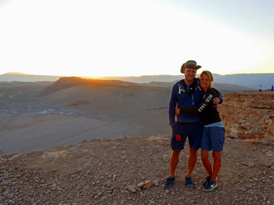Chile | San Pedro de Atacama, Karin und Henning beim Sonnenuntergang im Tal des Mondes, Valle de la Luna