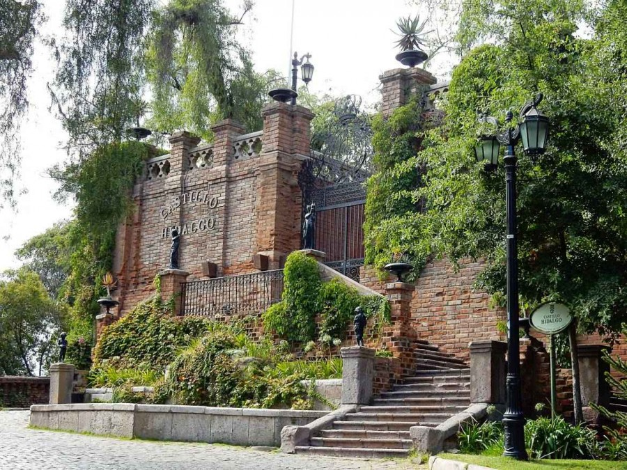 Santiago de Chile | Sehenswürdigkeiten: Eingang zum Castillo Hidalgo