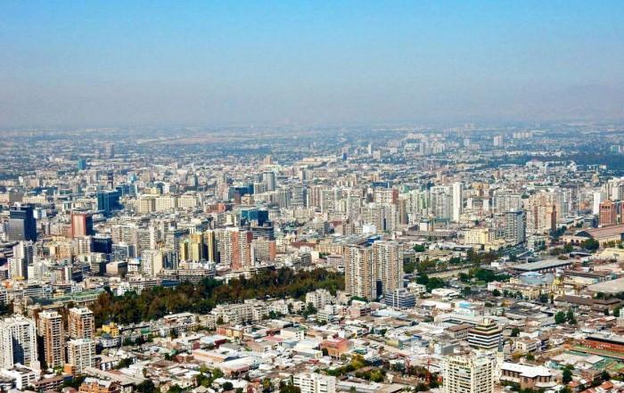 Chile | Panorama auf das Stadtzentrum in Santiago vom Cerro San Cristobal bei blauem Himmel