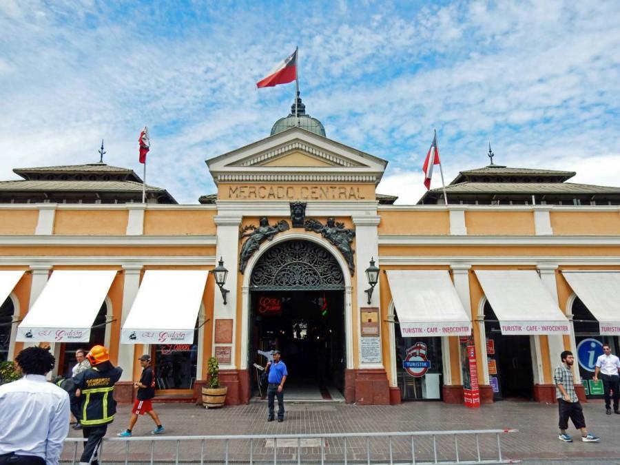 Santiago de Chile | interessante Orte: Der beliebte Mercado Central . Eingang zum zentralen Markt