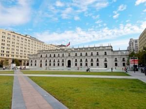 Santiago de Chile | Sehenswürdigkeiten: Palacio Moneda, Rückseite des Präsidentenpalast. Blick auf das weiße Regierungsgebäude