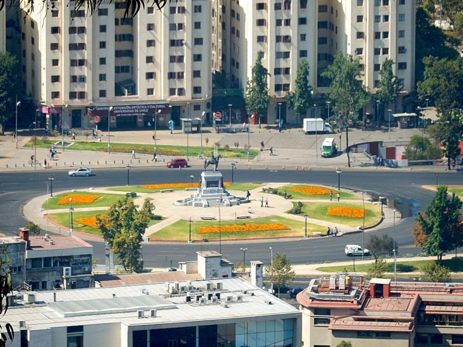 Chile | Plaza Italia in Santiago. Blick von oben auf den runden Platz als Hauptverkehrsknotenpunkt