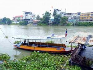 Thailand | Tipps zur Anreise Ayutthaya: Transferboot über den Fluss in die alte Stadt vom Zug kommend