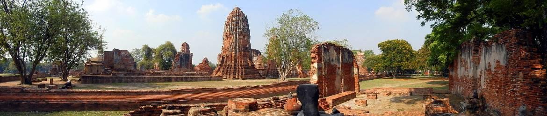 Thailand | Panorama in Ayutthaya auf verschiedene alte Tempelruinen