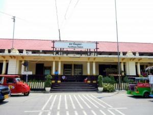 Thailand | Ayutthaya Station für Züge nach Bangkok, Außenansicht