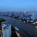 Thailand | Panorama auf die Stadt und den Chao Phraya River in Bangkok bei Nacht