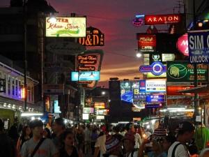 Thailand | Khao San Road in Bangkok bei Nacht