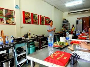 Thailand | LeeZ gibt Anweisungen & Tipps in ihrer Kochschule Chef LeeZ Thai Cooking in Bangkok, einer unserer Bangkok-Tipps