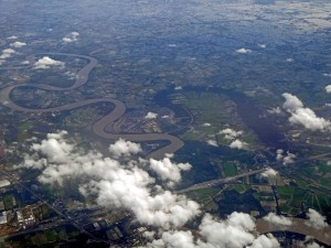 Thailand | Landeanflug Bangkok. Blick aus dem Flieger auf die Stadt und den Chao Phraya Fluss