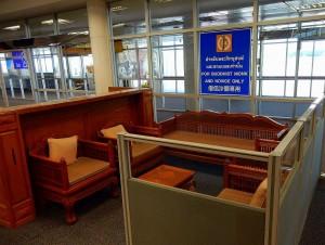 Thailand | Monk Sitzplätze am Flughafen in Chiang Mai