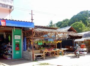 Thailand | Geldautomat, Obstverkauf und Benzin auf Ko Lanta