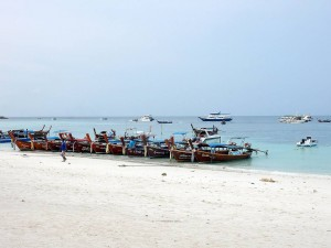 Thailand | Schiffsverkehr und Boote am Patthaya Beach auf Ko Lipe