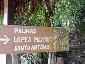 Brasilien | Ilha Grande, Der Wanderweg zum beliebten Lopes-Mendes-Strand ist gut beschildert, recht einfach zu laufen und dauert etwa 2-3 Stunden