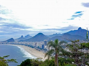 Rio de Janeiro | interessante Orte: Das Forte Duque de Caxias ist ein schöner und günstiger Aussichtspunkt auf die Copacabana und den Corcovado hinten rechts