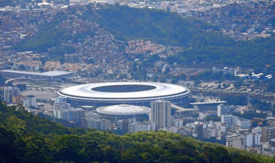 Rio de Janeiro | Sehenswürdigkeiten: Blick vom Corcovado auf das giantische Runde Maracana-Stadion