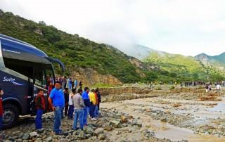 Peru | Kein Weiterkommen nach einem Erdrutsch in der Nähe von Abancay. Auf der Busfahrt von Cusco nach Ica ist die Straße stundenlang gesperrt