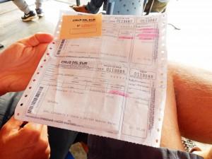 Peru | Cruz del Sur Busticket von Paracas nach Lima in Nahaufnahme. Preis pro Person 55 Soles