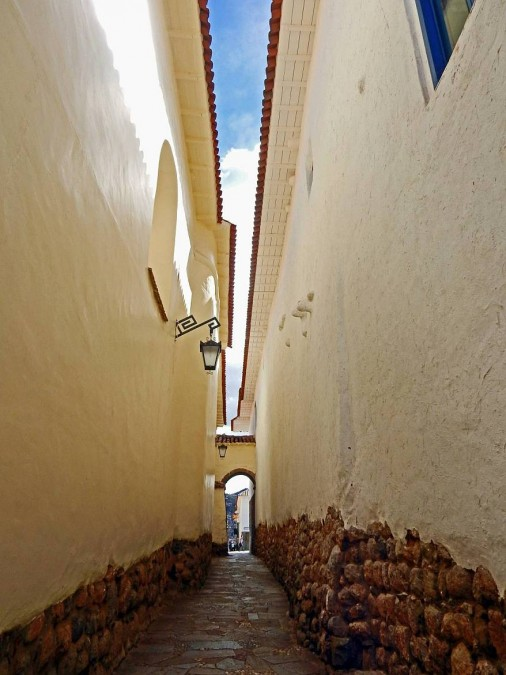 Peru | Callejonde Loreto in Cusco. Blick durch die engste Gasse in Cusco, die nicht einen Meter breit ist
