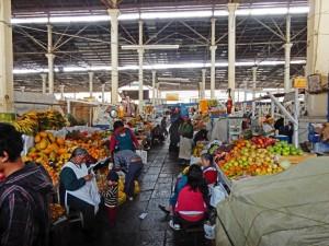 Peru | Der Markt El Mercado San Pedro Markt in Cuzco von Innen