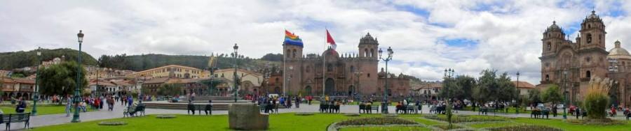 Peru | Panorama des Plaza de Armas in Cusco. Blick auf den Hauptplatz in Cusco mit Kathedrale und Iglesia Compania Jesus