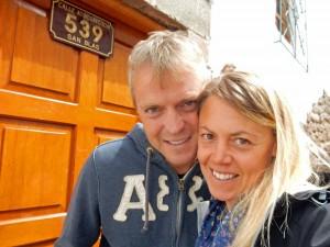 Peru | Unterkunft im Stadtteil San Blas in Cusco. Karin und Henning vor der Tür des Casa de Mama