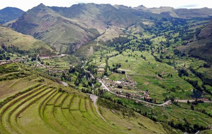 Peru | Heiliges Tal, Ruinen von Pisac. Panorama auf die terrassenförmig angelegte Inka-Ruine mit ins Tal