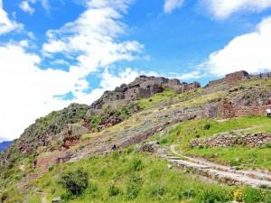 Peru | Heiliges Tal, Typische Wege in den Ruinen von Pisac. Blick auf zahlreiche Stufen, die man in den Terrassenanlagen zurücklegen muss