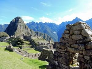 Peru | Machu Picchu, Blick vom Haupttempel Richtung Huayna Picchu in der Inka-Stadt-Ruine