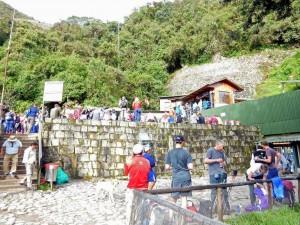 Peru | Machu Picchu, Eingang zur Inka-Stadt, Treffpunkt für Touren mit dem Guide