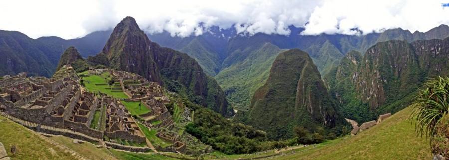 Peru | Machu Picchu, Panorama von der Plattform für Fotos in der Inka-Stadt. Blick auf die Inka-Stadt mit Huayna Picchu im Hintergrund