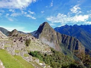 Peru | Machu Picchu, Panorama der Inka-Stadt bei Sonnenschein