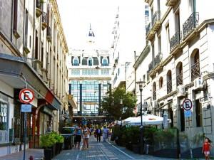 Uruguay | Montevideo, Die Hauptwege der Ciudad Vieja sind topsaniert, die heruntergekommenen Nebengassen sollte man meiden