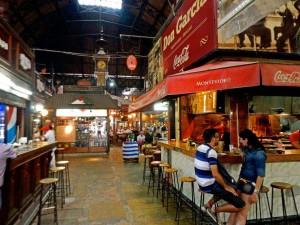 Uruguay | Montevideo, Restaurants in der Halle des Mercado del Puerto in der Ciudad Vieja