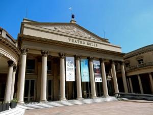Montevideo | Sehenswürdigkeiten: Das schön renovierte Teatro Solis mit seinen pompösen Säulen in der Ciudad Vieja bietet auch internationale Vorstellungen