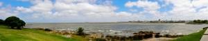 Uruguay | Montevideo, Panorama vom Rambla auf die entfernte Skyline