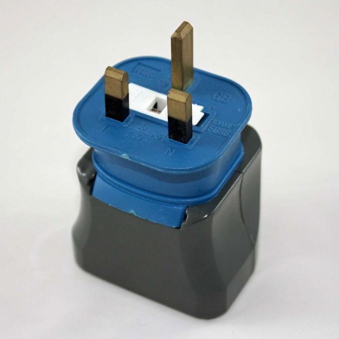 reiseadapter steckdosenadapter oman flashpacker. Black Bedroom Furniture Sets. Home Design Ideas