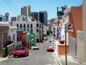 Südafrika | Kapstadt, Blick von den buten Häuserreihen in Bo Kaap ins Stadtzentrum