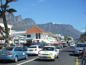 Südafrika | Kapstadt, Camps Bay mit der Bergkette Twelve Apostles